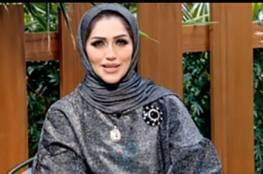 فضيحة ..فيديو: مذيعة كويتية تغزّلت بزميلها على الهواء مباشرة ظنا منها أن الصوت 'مفصول'
