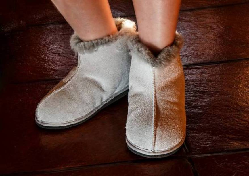 sheepskin-slippers-444181_960_720_263703_large