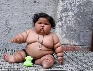 بالصور: طفلة بعمر 8 أشهر تصاب بالبدانة.. والسبب شهيتها المفرطة!