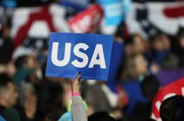 ترامب يرفع شعار أمريكا أولاً وكلينتون أمريكا للجميع