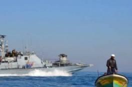 زوارق بحرية الاحتلال تهاجم مراكب الصيادين قبالة بحر غزة