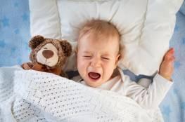 لماذا يرفض طفلك النوم...وما العمل