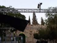 """فلسطين : الاحتلال يشرع بإزالة البوابات والكاميرات الالكترونية والجسور الحديدية عن مداخل """"الأقصى"""""""