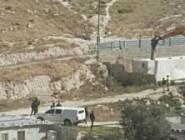 """الاحتلال يهدم """"كرفانين"""" ويشرد 17 فردا في حي المكبر بالقدس المحتلة"""