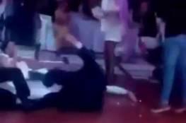 شاهد ماذا فعل والد العريس للعروس و هي تتمايل على نجله!