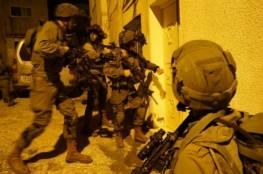فلسطين :إخطار بهدم منزل أسير بالأمعري واعتقال 15 بالضفة والقدس