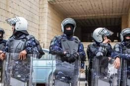 الشرطة الفلسطينية : مواطن يطلق النار على نفسه للتهرب من دفع الديون التي عليه