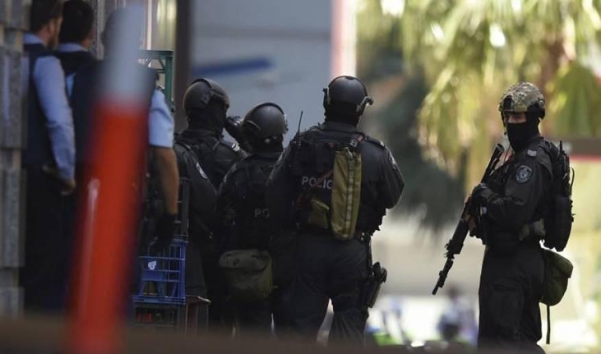 الشرطة البريطانية شخص يحمل سكينا يحتجز رهائن في نيوكاسل