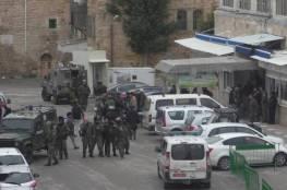 سلطات الاحتلال تغلق مدينة الخليل بحثاً عن مستوطنين مفقودين