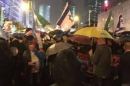 """الأعلام العبري: مظاهرة في """"تل أبيب"""" تطالب برحيل نتنياهو"""