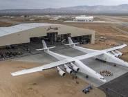 بالفيديو: طائرة بحجم ملعب كرة قدم تخرج إلى العلن