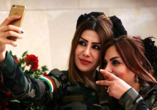 لماذا تضع الكرديات 'أحمر الشفاه' قبل مواجهة داعش؟