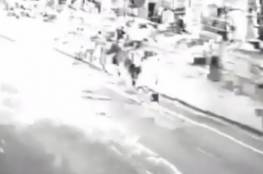 فيديو :شباب ثملون يعتدون على شاب بطريقة وحشية