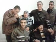 والدة 4 اسرى تبدأ اضرابا عن الطعام