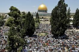 الآلاف من الفلسطينيين يؤدون صلاة الجمعة الثالثة من رمضان في المسجد الأقصى
