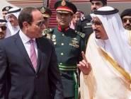 العاهل السعودي يستقبل الرئيس المصري لدى وصوله الرياض