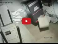 شاهد: لصوص في أمريكا يستخدمون رافعة لسرق جهاز صرف آلي