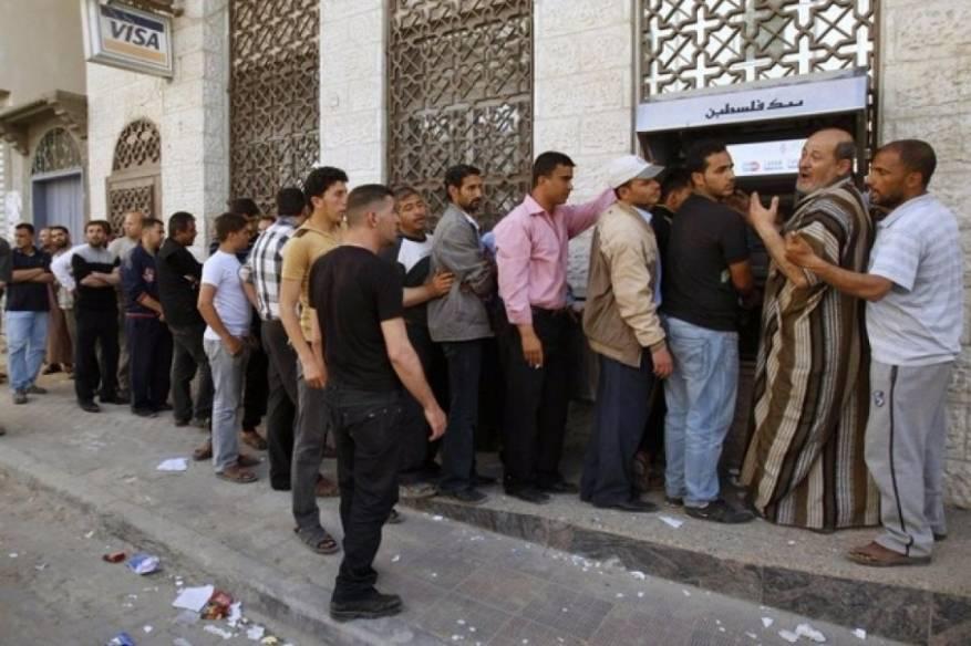 المالية في غزة: صرف رواتب الموظفين بنسبة 50% الأربعاء المقبل