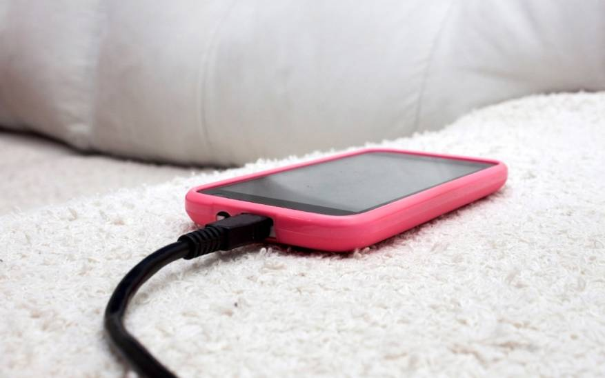 لهذا السبب الخطير.. لا تشحنوا هاتفكم خلال النوم!
