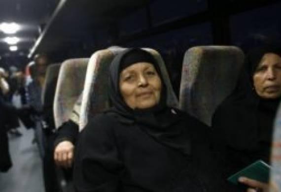 """أهالي أسرى غزة يزورون 20 أسيراً في """"إيشل"""""""