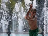 الجو شديد الحرارة ولا يطرأ تغير على درجات الحرارة