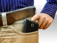 وضع الهاتف المحمول في جيب السروال يضعف الخصوبة صح أم خطأ؟ إليكم الحقيقة