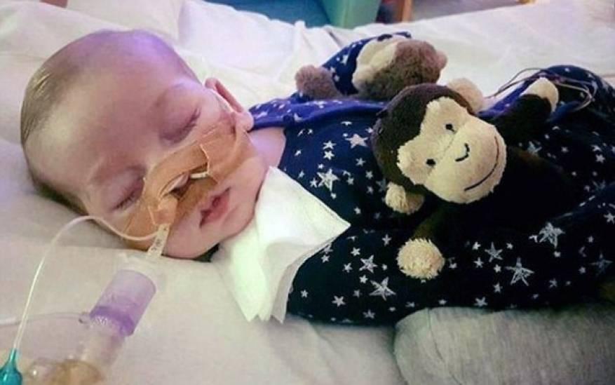 محكمة بريطانية تقضي بقتل طفل 11 شهر أمام والديه.. ودونالد ترامب يتدخل!!