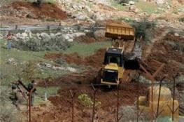 """شق خط صرف صحي لمستوطنة """"كرمئيل"""" على حساب  أراضي المواطنين بيطا"""