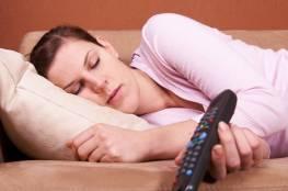 دراسة : هذا ما تجهلونه عن النوم أمام التلفاز!