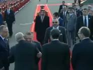 عناق ملك الأردن مع ابن كيران يلهب شبكات التواصل (شاهد)