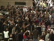 شرطة الاحتلال تزيل الحواجز عند باب العامود