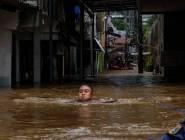 خمسة قتلى بينهم 4 أطفال في فيضانات أغرقت العاصمة الإندونيسية