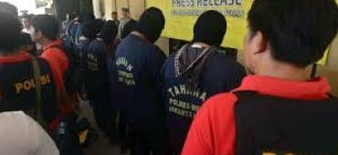 """الشرطة الأندونيسية تعتقل 141 شخصا في """"حفل جنسي للمثليين"""""""