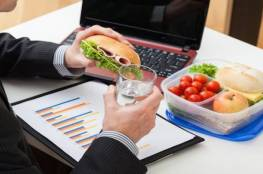 هذه الأطعمة تزيد طاقتك أثناء العمل