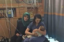 صورة لممرضة إسرائيلية ترضع طفلا فلسطينيا تثير تفاعلا بين مغردين