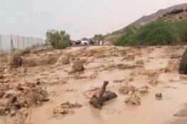 الجيش الاردني يعثر على 28 شخصاً فقدوا في مجرى سيل بالبحر الميت