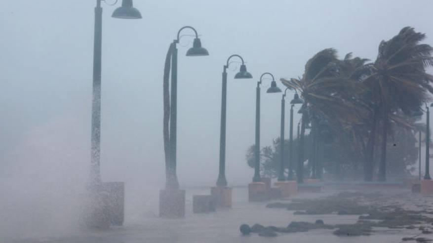 """فيديو وصور : إعصار""""إيرما"""" يهدد بمسح أمريكا"""