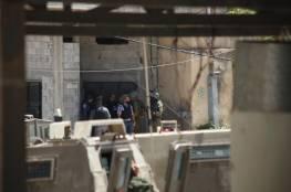 الاحتلال يقتحم جنين ويعتقل أفراد عائلات أسرى جلبوع