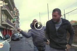 فيديو رجل مافيا إيطالي ينطح صحافيا بأنفه ويهشّمه