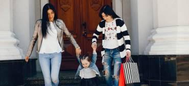 الى الخالات..عالم نفسي يؤكد: دور الخالة في حياة البنت لا يقلّ أهميّةً عن دور والدتها!