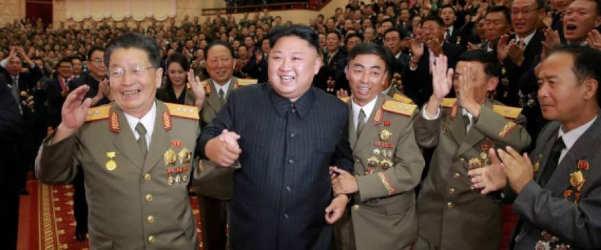 زعيم كوريا الشمالية يكرم علماء أشرفوا على صاروخه الأخير الذي أفزع العالم