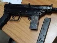 الأحتلال : اعتقال شابين بزعم العثور على سلاح في سيارتهما