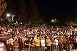 المئات يؤدون صلاة الفجر بالأقصى رغم إجراءات الاحتلال
