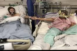 لحظة الوداع.. صورة لأم تمسك يد ابنتها في مستشفى في بريطانيا أثناء علاجهما من كورونا، بعد 24 ساعة توفيت الأم