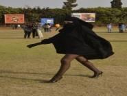 بالصور…فتاة منقبة بساقين عاريتين تثير الجدل في مهرجان بالدار البيضاء في المغرب ..