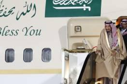شاهد سلم الطائرة يتوقف بالملك سلمان أثناء مراسم استقباله في روسيا