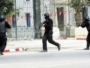 امرأة تهاجم رجال شرطة بسيارتها بتونس العاصمة