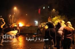 الخليل: الاحتلال يقتحم بيت أمر ويصيب العشرات بالاختناق