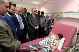 رئيس الوزراء :  يعود الطفل وقاص الصيفي ويطمئن على حالته الصحية