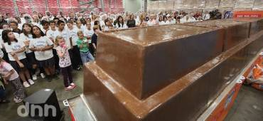 أكبر قالب شوكولاته في العالم يسجل في موسوعة جينيس